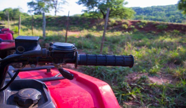 Resultado de imagem para imagem de um quadriciclo na estrada rural